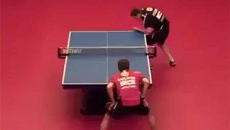 皮一下很开心?活生生把乒乓球打成了网球模式