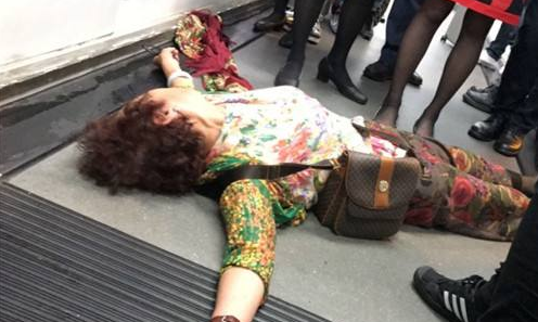 香港航班延误12小时百人被困机场