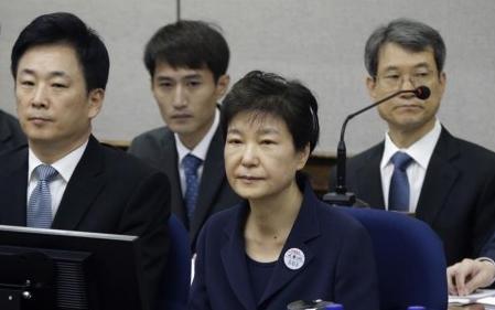 朴槿惠首次出庭受审全盘否认指控