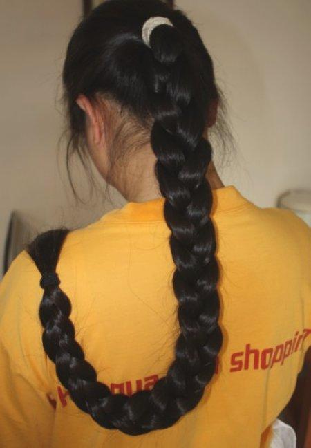 美丽的长发女剪辫子 长发女大辫图片