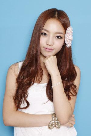 韩国十大美女歌手票选之具荷拉