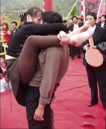 男人接吻时 会摸女人的胸部吗?