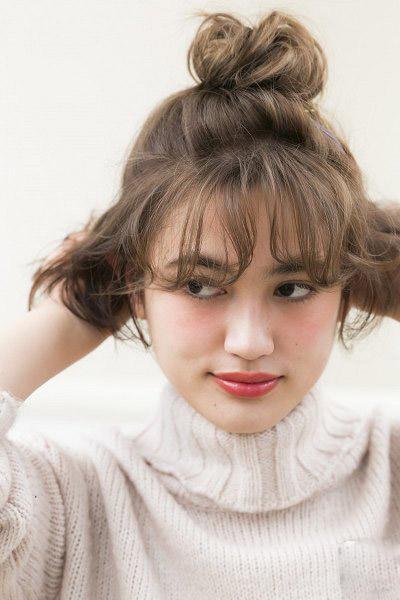 短发怎么扎丸子头?2款扎发教程承包你的出游发型图片
