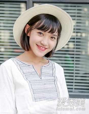 清新自然的乌黑发色,再搭配简单的韩式空气感刘海造型,而简单的中短发图片