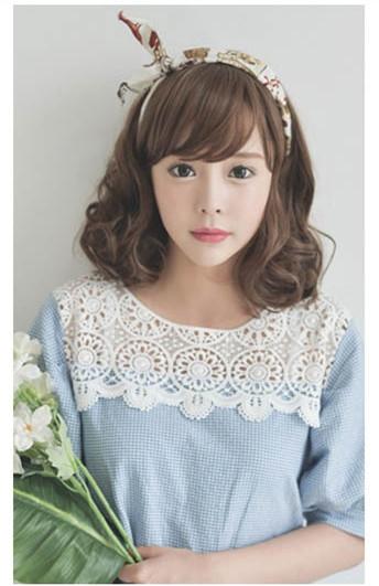 给人清新韩范的这款女生可爱短发发型,将两边头发烫出优美的弧度,并且图片