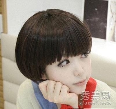 com 小编点评:蘑菇头本身就是一款很可爱的短发造型,厚厚的头发修成图片