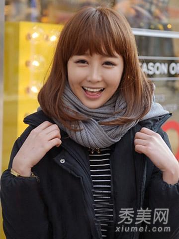 [page] 像这种娃娃似的发型就是齐刘海大放光彩的时刻,大波浪黑色图片