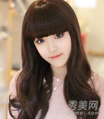 com 圆脸女生发型设计 8款发型凸显小脸 小编点评:齐刘海蓬松卷发图片
