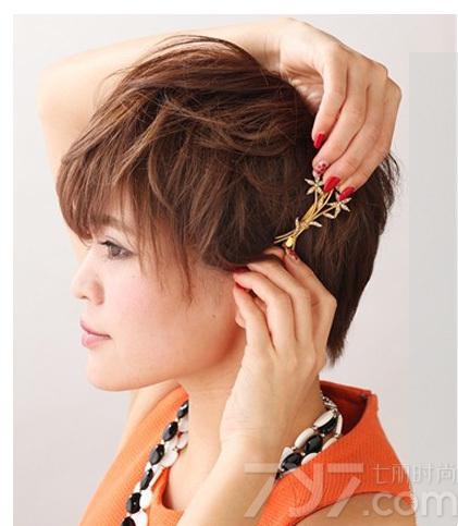 齐耳短发怎么打理好看 搭配精致发夹别样新颖图片