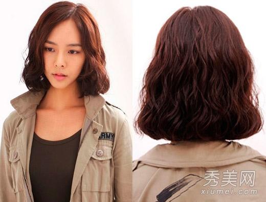 侧分蛋卷头短发,干练简洁,烫发设计增添浓浓女人味.图片