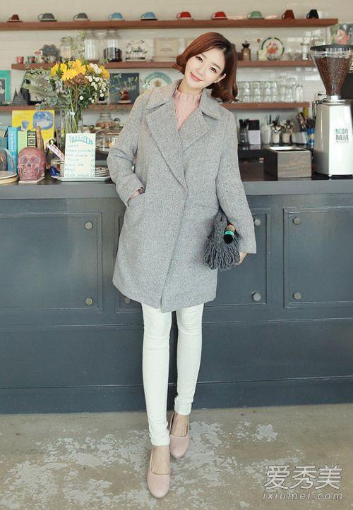 韩国女生冬天穿衣打扮 大衣配毛衣最美图片