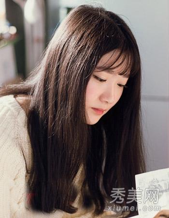 长发发型与空气刘海的搭配很有时尚个性,一款简单的百搭发型不仅有图片