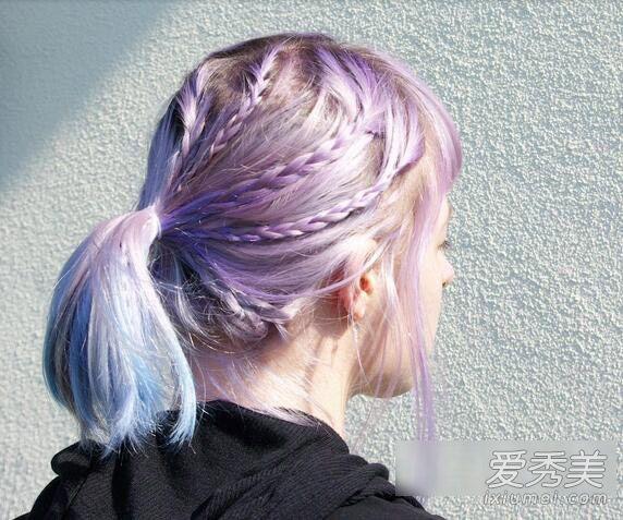 紫色,粉色,蓝色,多种颜色结合让头发更有变化感,扎起来的时候更明显呢图片