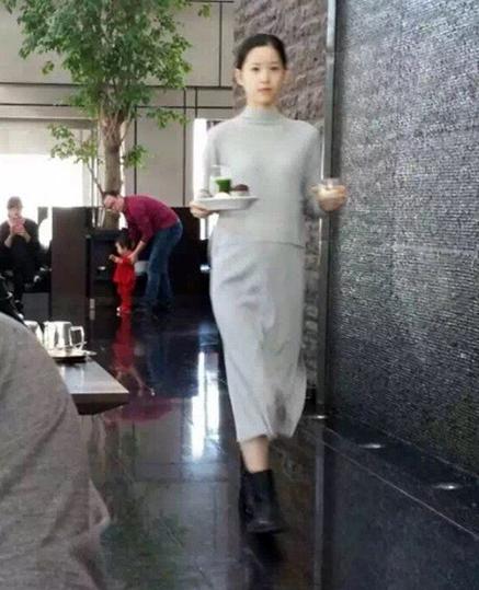 奶茶妹妹章泽天怀孕后亮相 身材仍苗条纤细