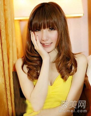 圆脸适合卷发发型图片 齐刘海修颜最减龄图片