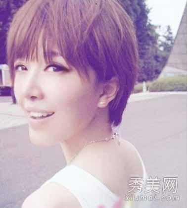 女生短发发型图片 齐刘海短发很可爱图片