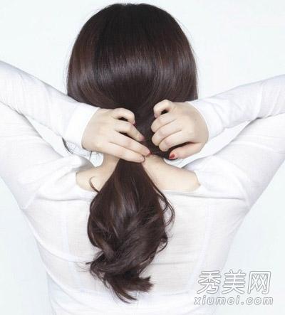 简单甜美韩式扎发图解 教你长发变短发图片