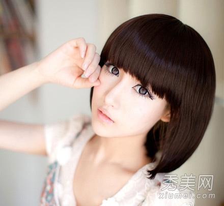 2012年女生新款流行短发发型推荐图片
