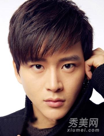 圆脸男生发型图片 换个刘海时尚更帅气图片