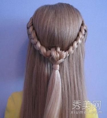 搭配打结创意,轻松打造小清新又不失甜美浪漫的公主头发型.