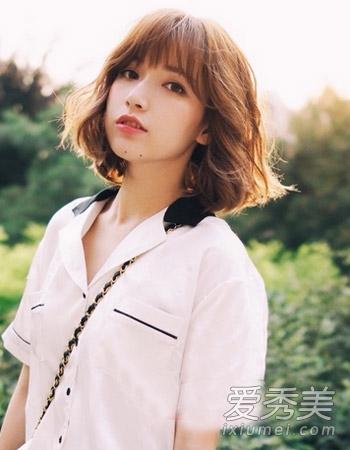 时尚的韩国中短发烫发,蓬松感增加了造型的立体感,发尾的外翻不仅图片