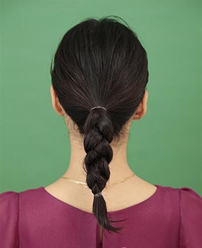 中年盘发教程图解 简单四步速成端庄女性气质图片