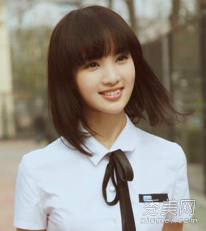 清纯减龄的齐刘海直短发,加学生装搭配更是彰显了学院派女孩气息.图片