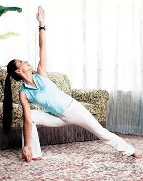 减肥动作阅读页在家就做的几式文章,瑜伽的三套运动瑜伽经典,既减肥美容院图片