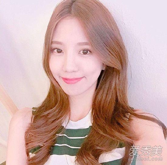 一款甜美韩式发型,披肩中长发加上韩式微卷烫发,甜美淑女,微卷造型图片