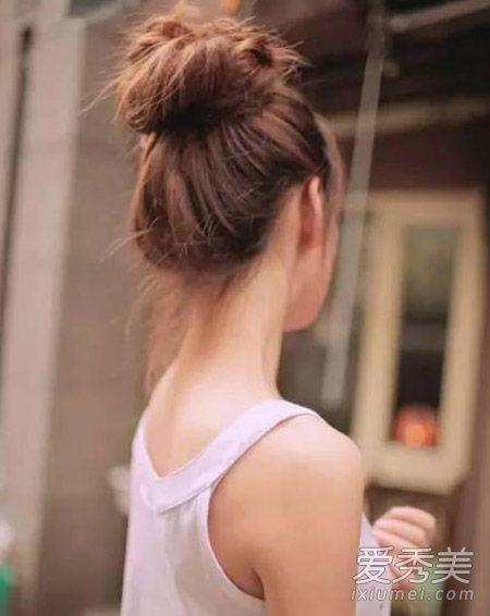 对于这款红得不要不要的发型,相信你萌一定都不会太陌生啦,丸子头对于