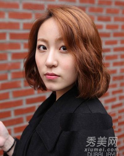 com 日韩女生发型都流行的蛋卷头烫发,刚到腮部的短发烫发正好突出尖图片