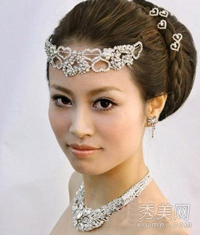 高雅韩式新娘盘发图片 用编发点缀古典味图片