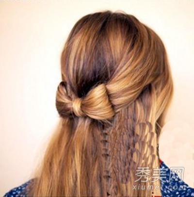 步骤7:这样一款漂亮的蝴蝶结发型扎法完成了,散肩的秀发烫出小号波浪