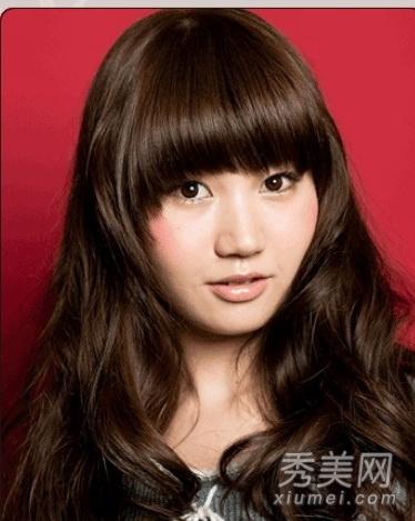9款大脸圆脸适合发型 中分卷发瘦脸最神奇图片