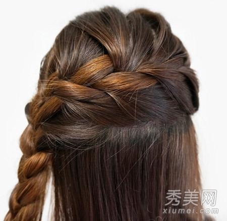 com 编发发型图解步骤二: 从右边向左下开始编织辫子.图片