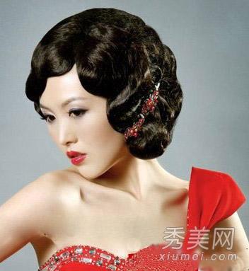 喜庆中式新娘盘发 国庆准新娘必选发型图片
