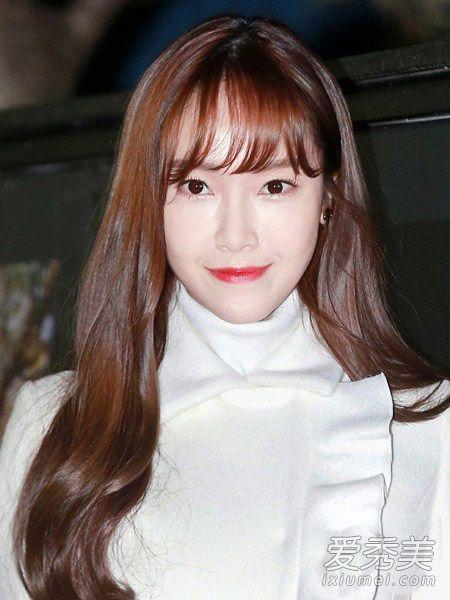 郑秀妍出征巴黎时装周 街拍女王私照发型也超美