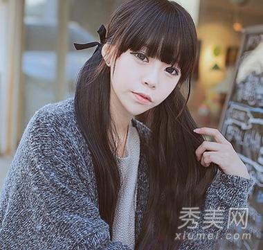 自然黑色的长头发,没有任何的多余修饰,布艺发饰,如此简约的齐刘海扎图片