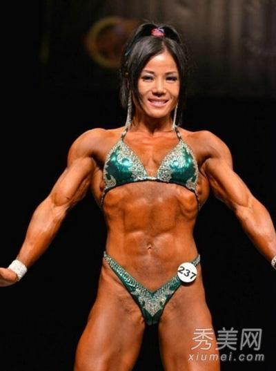健美肌肉女写真_40岁女子健美大赛夺冠 健身9年终成肌肉女