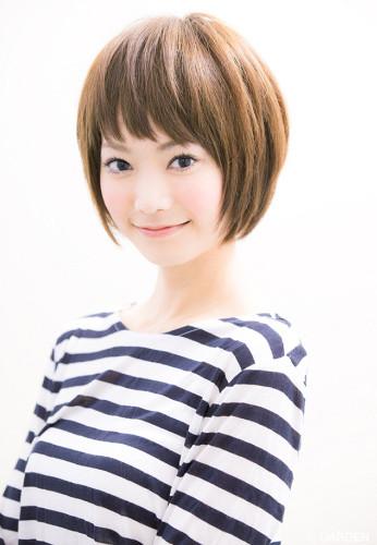 这款最新女生短发发型采用不规则的剪切搭配柔和的发色,轻松间就能图片