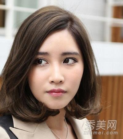 百搭修颜波波头短发发型 适合各种的脸型图片