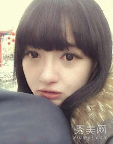 大眼睛圆圆的脸蛋,齐刘海发型,充满清新可爱气质.图片