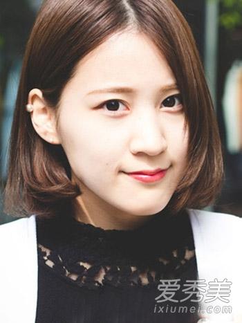 女人味十足的一款韩式短卷发,也是非常适合圆脸女生的一款气质短发图片