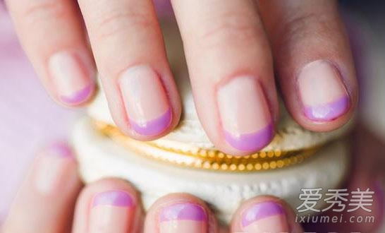 com 这种美甲看起来也会比较简单,只要将你的指甲磨出弧度即可.图片