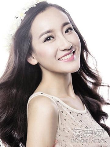 最有女神范儿的一款韩式披肩长卷发,无刘海的披肩发设计更有知性优雅图片