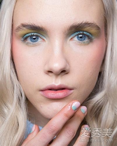 巴黎时装周最美彩妆:鸡尾酒眼妆图片