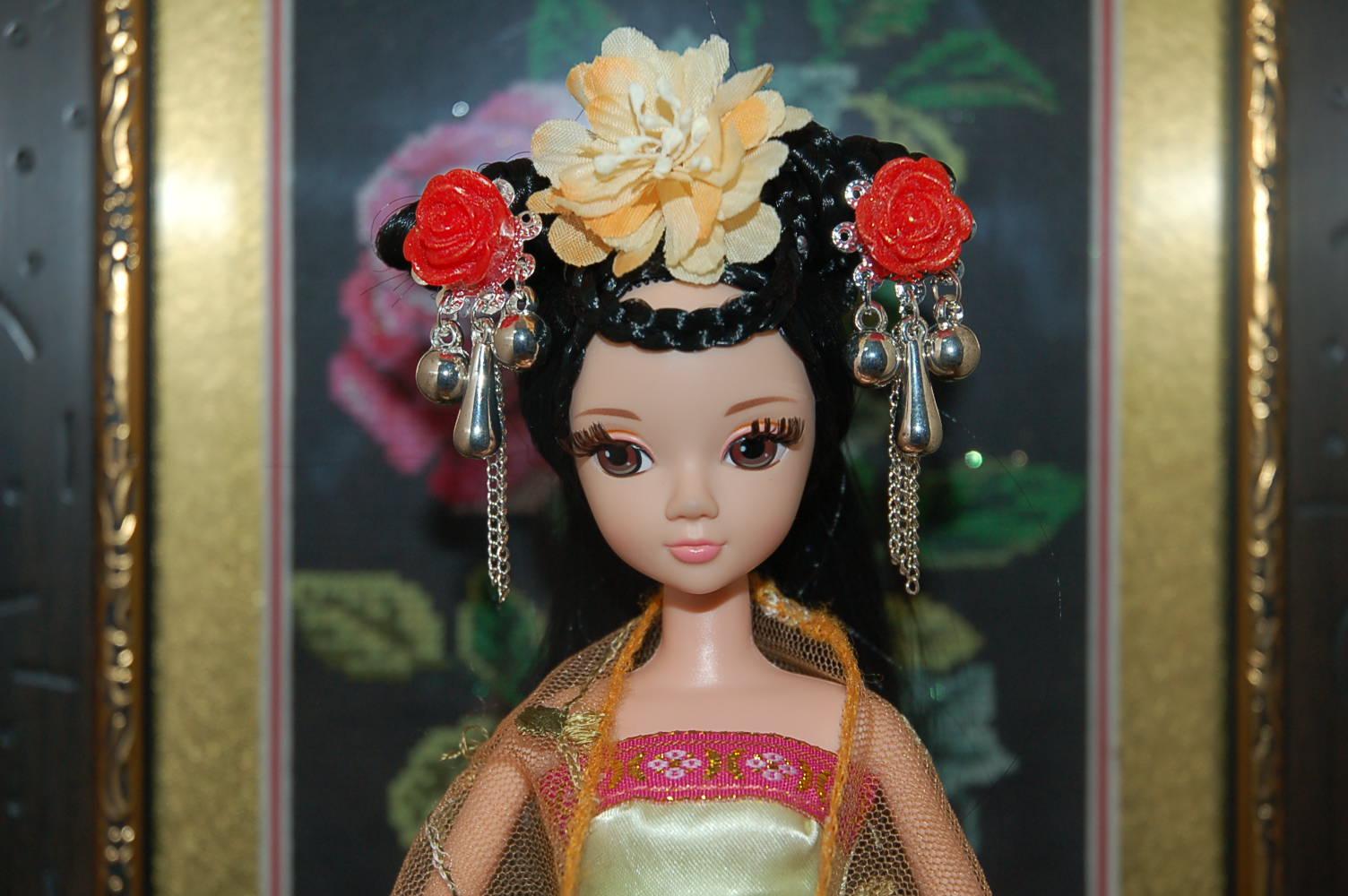 芭比娃娃的简单又好看发型怎么扎?图片