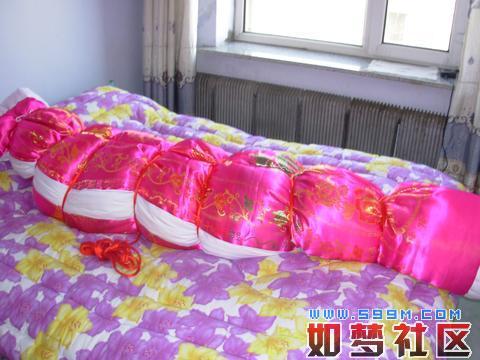 丝绸棉被包裹木乃伊美女棉被图片被子捆绑床上捆绑