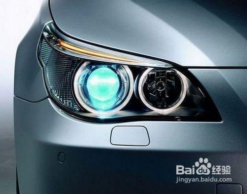 转向灯是机动车辆在转向时提示周围车辆及行人注意避让的高清图片