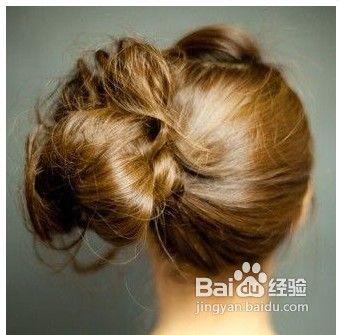 适量的用手将头顶的头发抓松制造出更为蓬松的造型外,也使头顶的造型图片